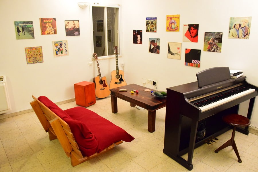 Music Room Design! 11 Ways To Design a Cool Music Room |