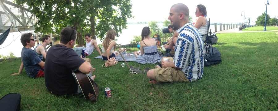 New Orleans life - kickin' it and jammin' on the Mississippi river