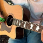 The Egg Shaker Guitar Strum™ – Add Percussion In An Original Way!
