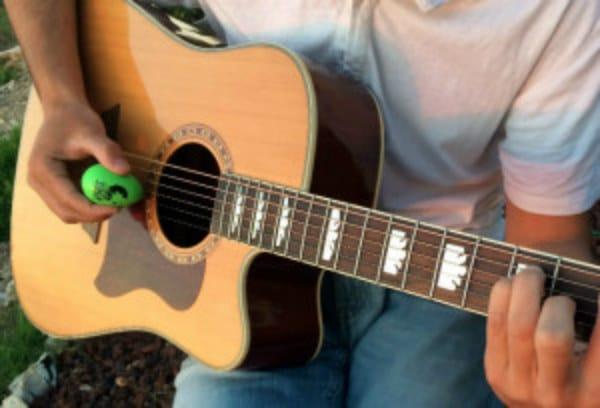 egg shaker guitar